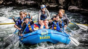 raften jongens stoer water wild boot adrenaline