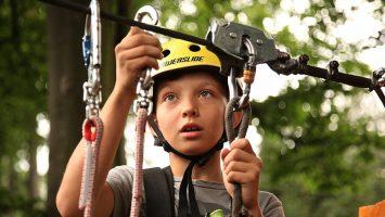 klimbos-jongen-kinderfeestje-veiligheid-touw-zekering